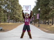 """image of Monte holding a """"Good luck on finals"""" sign."""