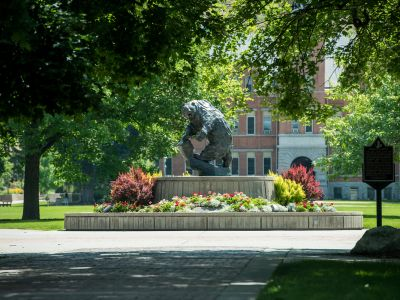 Grizzly bear statue on the Oval